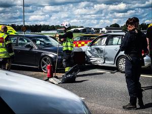 De båda fordonen behövde bärgas efter olyckan.