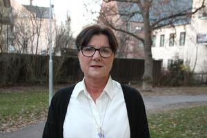 Christina Knutsson (S) tvivlar på att de planerade besparingarna på Dialogen går att genomföra redan nästa år.