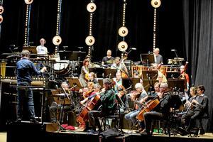 Det är tillsammans med Svenska kammarorkestern som Chris Kläfford kommer att framföra två låtar, och platsen blir Stadsparkens scen.Arkivfoto