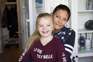 När Linda Moberg och dottern Emina åker förbi platsen där Solgårdens förskola stod utbrister Emina: