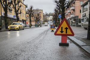 Sträckan på Stora Brogatan, som vanligtvis är enkelriktad, just nu har trafik från båda hållen.