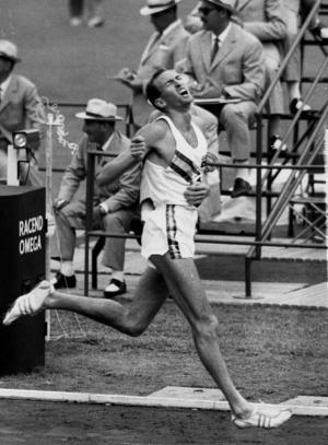 Den australiensiske friidrottaren Herbert Elliot på en bild från 1960. Foto: TT