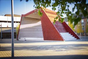 Det faluröda takspånet kommer från en lokal entreprenör.