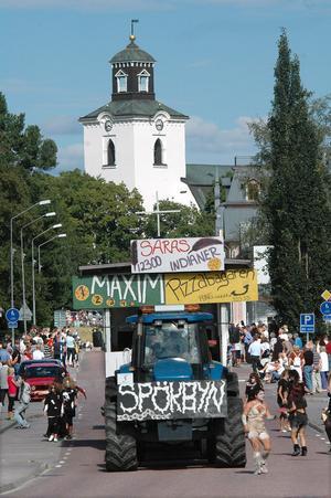 Många söker sig till Alfta när det är karnevalståg. Många ekipage är redan anmälda till årets upplaga där riktigt heta ämnen kommer att belysas från lastbilsflaken.