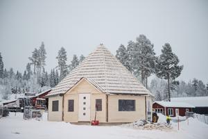 Årets nyhet i Solberg är kåtan som byggts vid restaurangen. Inom kort kan det vara dags för bostadsbyggen längre upp i backen.