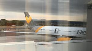 Planet, en Airbus 321 från Vings moderbolag Thomas Cook har gått sönder och nu väntar man på en reservdel.