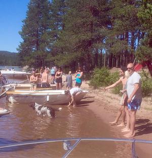 Deltagare i invigningsdagens båtregatta på Flosjön. Foto: Thomas Dolk