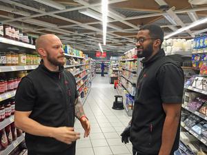 Linus Brostedt och Tamit Tsehaye på Ica supermarket på Viksäng, har märkt av att snatterier ökat.