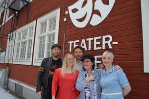 Björn Forsberg, Linda Byman, Anders Nohrstedt, Kerstin Heed och Marie My Carlsson medverkade i förra årets succéföreställning. I år blir det dock ingen nyårsrevy.