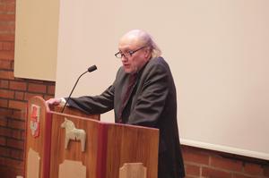 """""""Det är oacceptabelt att 13 ledamöter kan sitta i ett rum och besluta över nio miljoner kronor när kommunfullmäktige är kommunens högsta beslutande organ"""" betonade Jan Tholerus (C)."""