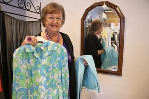 Anette Jacobsson har kläder i ofantliga mängder som hon vill göra sig av med.