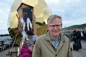 Förre landshövdingen Lars Bäckström på en av de platser han helst vill vara – Långbryggan i Rättvik.