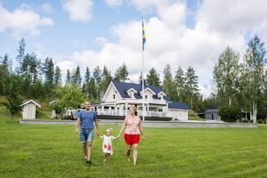 När Christer och Cecilia Holmlund köpte huset 1991 föll de för det lugna läget och närheten till Stöde.