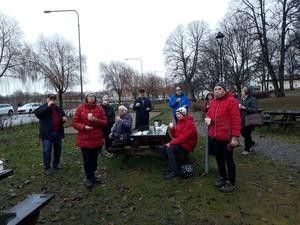 Sonja Åkerström står längst fram till höger i röd jacka. Bild: Maj-Britt Norlander.