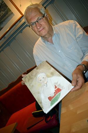 Per Ståbi med sitt porträtt av farmors mor.