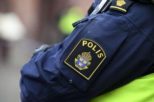 Två personer har anhållits misstänkta för en av de anlagda bränderna i Vara de senaste dagarna. OBS: Genrebild.