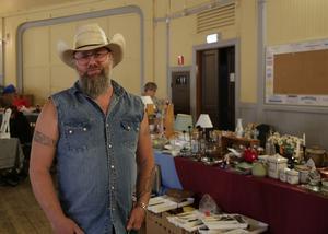 Pär Abrahamsson är en van loppisvandrare men inte en lika van handlare.