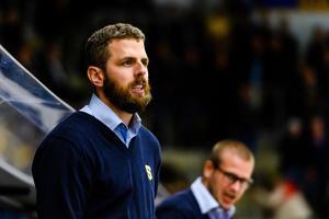 SSK-tränaren Ulf Lundberg är under hård press efter att laget förlorat fem av sex matcher i säsongsinledningen – men han är inte rädd att få sparken, säger han. Foto: Jonas Ljungdahl / Bildbyrån
