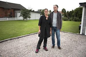 Fortfarande ett drygt år efter olyckan är Mats Johansson och Helena Byström utan sin husvagn.