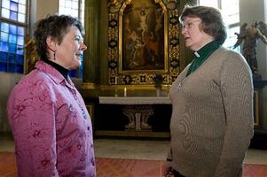 Berit Selling och Åsa Sjöberg, diakoner i Svenska kyrkan, märker att fler och fler vänder sig till kyrkan för att få ekonomisk hjälp.