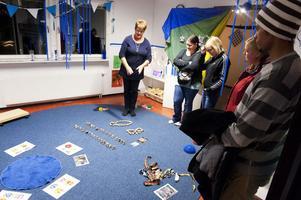I ett upplevelserum fick besökarna veta mer om hur pedagogen Kes Engström jobbar med barnens psykomotorik.