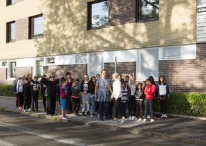 En klass från årskurs 5, Staffansskolan gjorde studiebesök vid vattencisternen på Tredje Tvärgatan.
