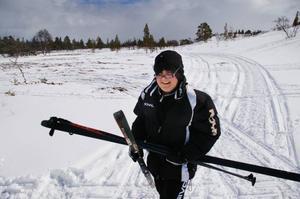 Oreste, en av ungdomarna från Malta, är lycklig efter sin downhillskiing i Storvallen.