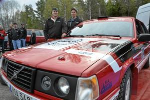 Kaj Banck och Richard Svensson kör samma bil som i fjol och siktar nu på svenska rallycupen och DM-tävlingarna.
