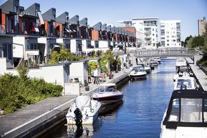 Kring kanalen finns i dag de attraktiva kajhusen. Foto: Lina Westman