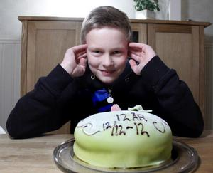 Eric Persson firar sin tolviga tolvårsdag med prinsesstårta.