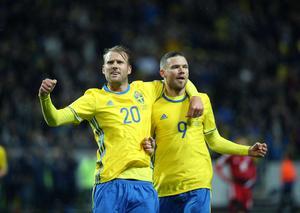 Marcus Berg, till höger, jublar ihop med Ola Toivonen efter 2–0-målet mot Luxemburg på Friends arena.