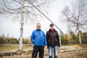 Ola Lindbäck och Stig Hägglund hoppas på fler frivilliga till årets snösprutning i längdspåren och slalombackarna i Dalahästens område.