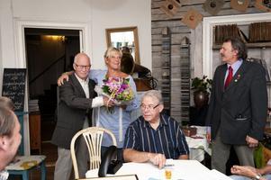 De 21 herrarna i Svärdsjös Lion Club firade pristagaren Monika Tilander.
