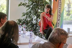 Kristina Wicksell modererade diskussionen som var en del i Söderhamns Pride.