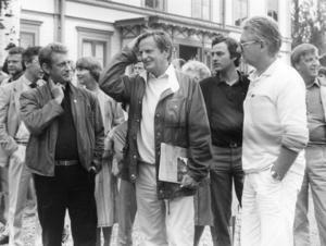 Här syns Olof Palme på ett besök på Stenegård 1985.