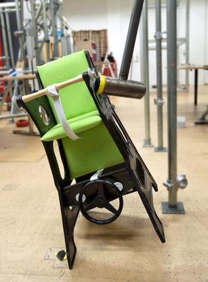 Hur lätt välter en barnstol? Alldeles för lätt enligt testet.
