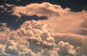 Varför ser molnen ut som de gör?