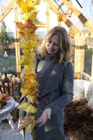 Att dekorera och göra fint av växter tycker trädgårdsdesignern Karin är jättekul.