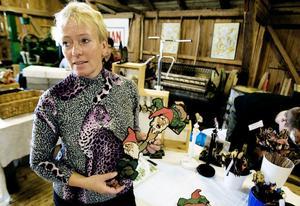 Monica Damberg är ensam i Sverige om att tillverka Olaf Jordans välkända tomtar från 40-talet.