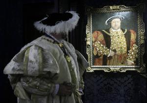 Konstnären Hans Holbeins studio målade flera porträtt av Henrik VIII. Nu säljs ett av dem på auktion i London.