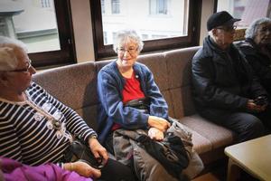 Inga Lindholm, 89 år, var en av många som väntade på att få ta influensavaccinet på Zätagränds hälsocentral i Östersund.
