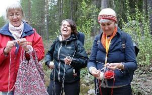 Från vänster Ingegerd Danielsson, Ludvika, Anna-Karin Jobs Arnberg, länshemslöjdskonsulent och kursarrangör, samt Kerstin Lagergren, Visby.