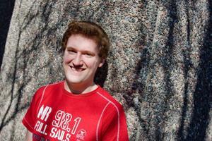 """Årets vinnare i Vinterbilden heter Alexander Estmo som är 18 år och kommer från Odensala. I tre år han har fotograferat mer seriöst, men intresset för foto har funnits med sedan barnsben. """"Dokumentära bilder är alltid kul där man kan försöka förmedla en känsla"""", säger den glada vinnaren när LT träffar honom.  Foto: Ulrika Andersson"""