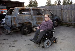 Utbränd. Vandaliseringen av den specialbyggda bilen var ett ögonblicksverk. För Pelle Hammarström väntar nu upp till ett år utan den frihet som bilen ger honom. Foto: Per G Norén