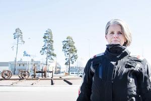 Chatrine Södergren vill att kommunen gör något åt rälsen i rondellen vid järnvägsmuseet.