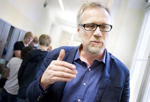 Johan Lannsjö har lämnat ett medborgarförslag om att ersätta skoldatorerna med surfplattor.– För mig är det solklart. Vi spar pengar och får något bättre. Jag har inte hört en elev som hellre har skoldatorn kvar.