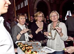 Karin Fält, Birgitta Lingvall och Annelie Höök som jobbar på Geografisk information har redan vant sig vid det nya namnat på förvaltningen, Samhällsbyggnad.