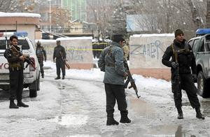 Afghanska säkerhetsstyrkor på plats efter ett självmordsattentat mot Högsta domstolen i Kabul för två veckor sedan som dödade flera människor.