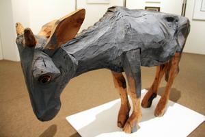 Inga Hjohlman har gjort denna charmiga ko-skulptur. Regn heter den.