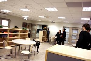 Mellan lärarrummet och de olika klassrummen finns ett stort allrum.